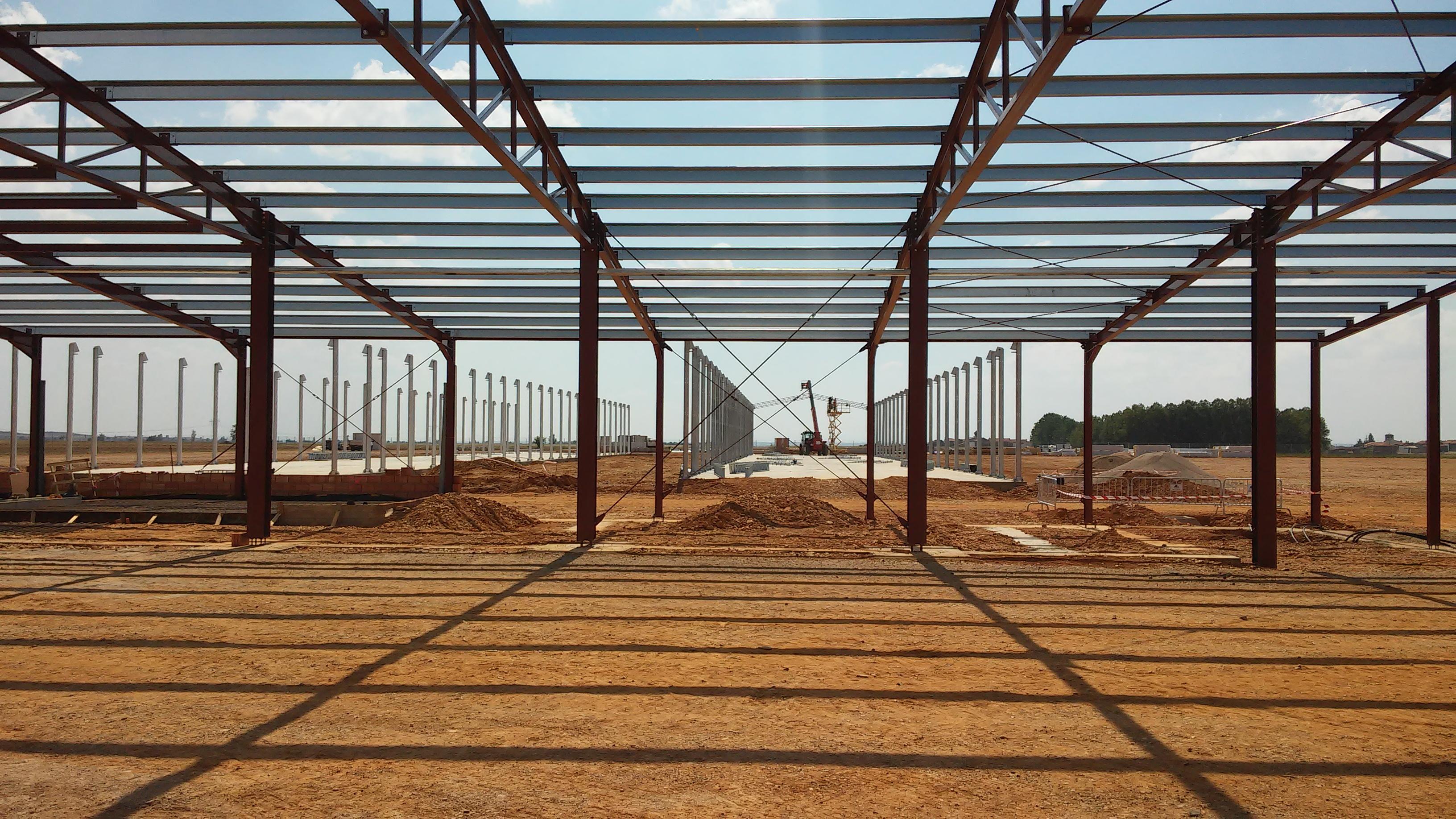 Complejo avícola de gallinas ponedoras, formado por dos naves de producción y centro de clasificación de huevo